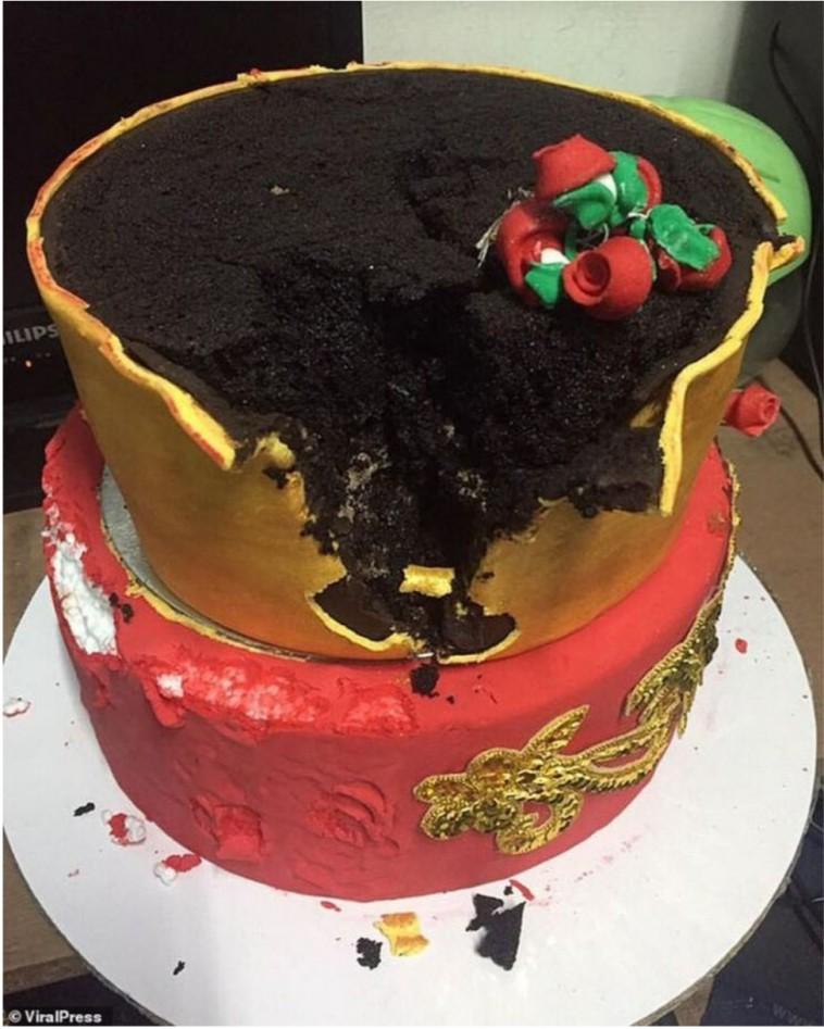 Kue yang terbuat dari busa